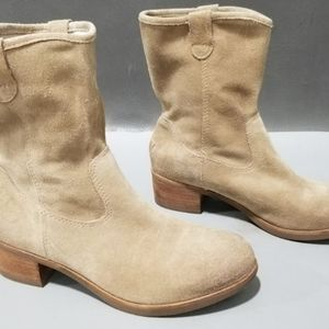 Women's UGG Tan Suede Boots size 6